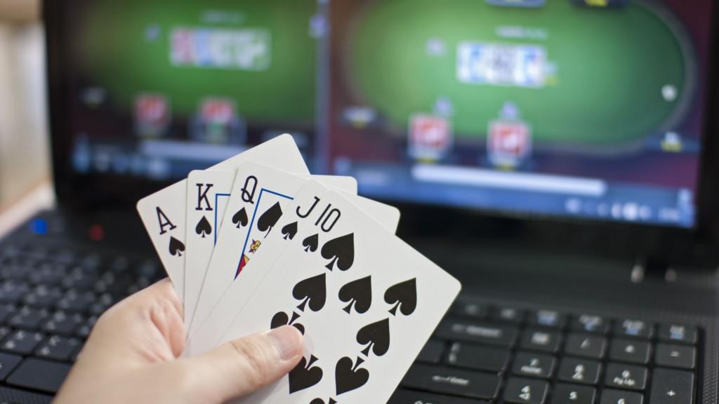 Cara Mengetahui Perbedaan Judi Poker Online Dan Offline